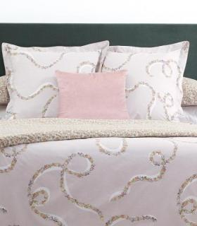 yves-delorme-galons-beige-bed-linens-lifestyle-1900x950